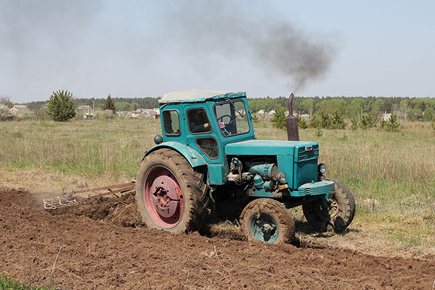 1280px-T-40A_tractor_2012_G07