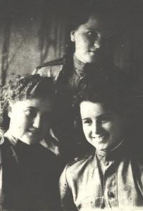 Лена Попова с фронтовыми подругами