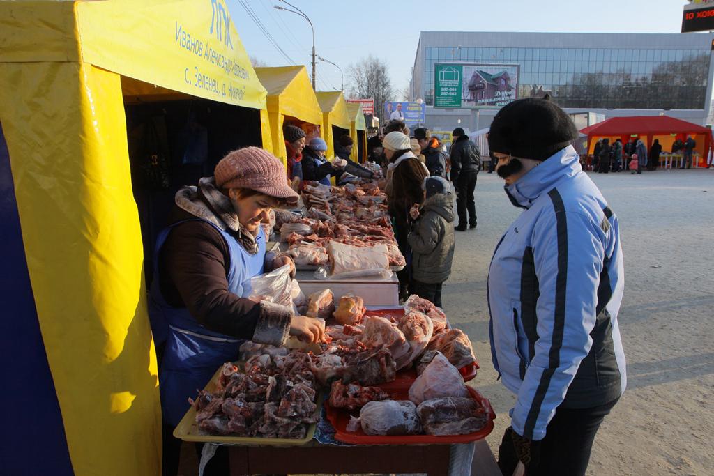 Ярмарка-выходного-дня-Сыктывкар-под-часами
