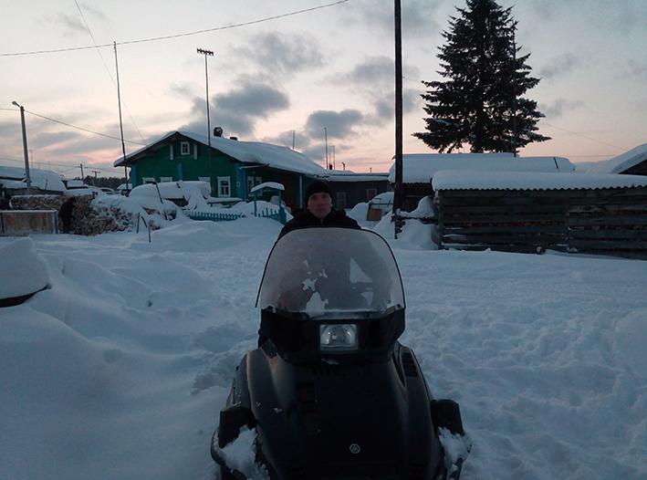 ефим на  этом снегоходе  столкнулся с волкособами