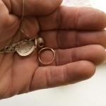 Пенсионер-старатель моет драгоценный металл прямо на улицах и ловит магнитом деньги
