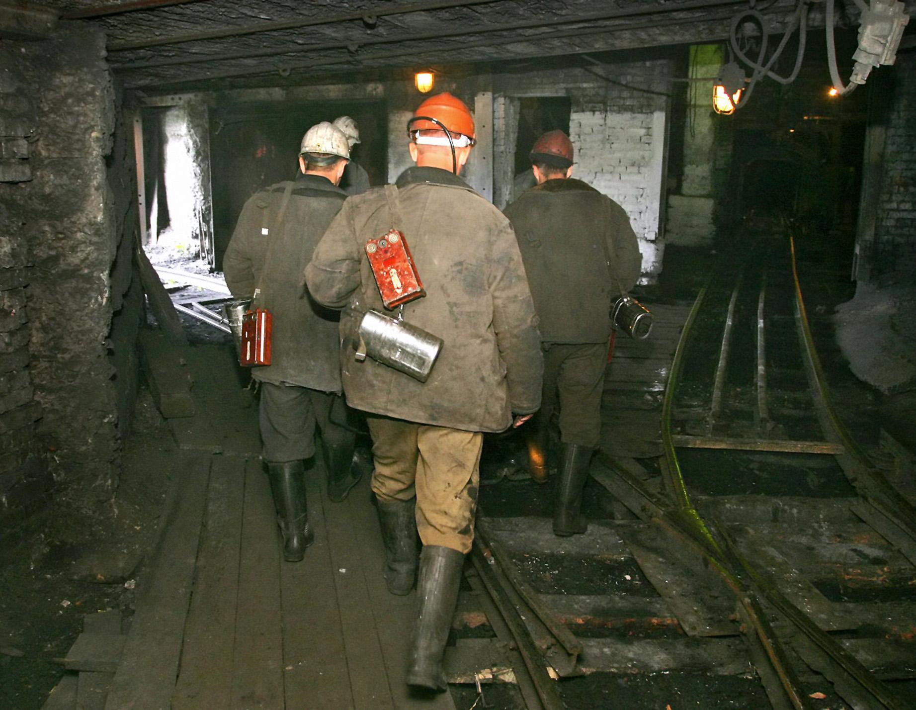 Работа угольной шахты № 12 в городе Киселевске