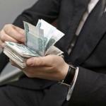 Зарплата госслужащих заколебалась
