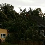 Стихия едва не разрушила дом в Максаковке