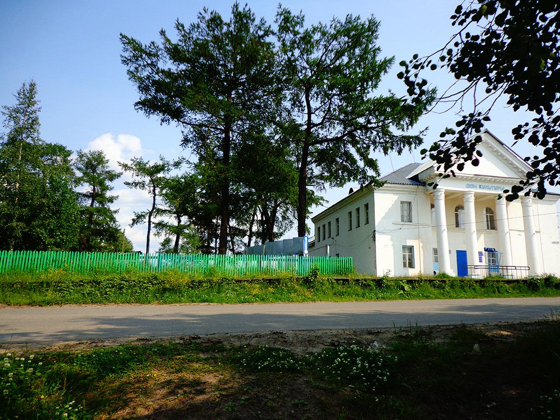 дом культуры - рядом с ним и будет строиться пресловутая пристройка