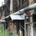 В пустых заброшенных домах  находят женщин, детей и инвалидов