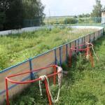Хоккейная площадка в селе заросла бурьяном