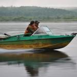 Завезенный по реке бензин расхватывали бочками