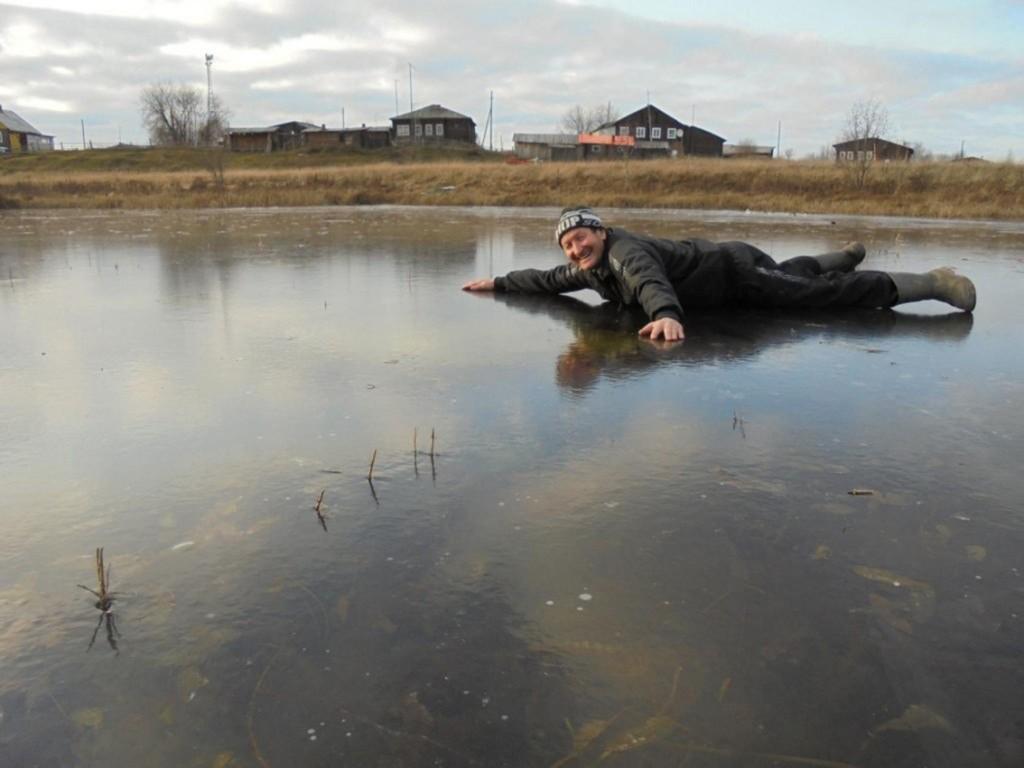 рыбак из большелуга сеня миш радуется первому льду