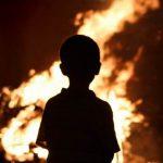Трехлетнего ребенка забыли в загоревшейся квартире