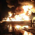 Пожар на нефтепромысле пытаются потушить уже несколько дней