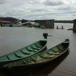 В одной лодке с покойником перевозят и тяжелобольных