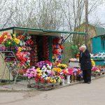Конкуренты, торгующие на погосте цветами,  скандалят и жалуются в полицию