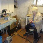 Утро 85-летней пенсионерки начинается с подвала,  где находится домашняя «насосная станция»