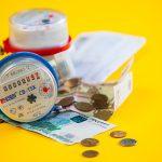Не платить за ЖКУ нельзя,  но и заплатить — проблема