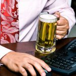 Застали пьяным на работе — уволят